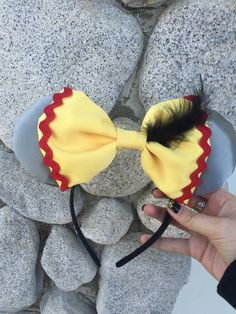 Dumbo Inspired Minnie Mouse Ears by EnchantedEarBowtique on Etsy Disney Mickey Ears, Disney Bows, Disney Diy, Disney Crafts, Minnie Mouse, Disney Outfits, Dumbo Disney, Disney Ideas, Disney Headbands