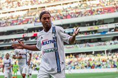 Operação R10: Vasco negocia com Ronaldinho para sair da crise no BR #globoesporte
