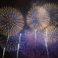 Nagaoka, Niigata, Japan 降ってきそうな程大きい花火   長岡花火 hanabi