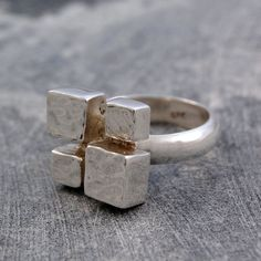 4 Cubes Ring