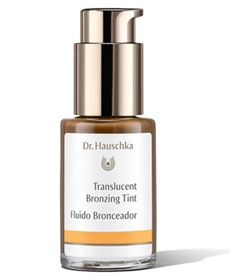 Translucent Bronzing Tint is ideal for use alone or with all Dr.Hauschka moisturizers. This liquid mineral tint offers a sun-kissed glow while gently blending and softening the appearance of blemishes and imperfections. Skin looks healthy, fresh, even-toned and radiant.