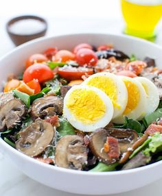 Boiled egg bacon and mushroom salad - very easy to put together, fresh and nutritious. Eggs And Mushrooms, Bacon Stuffed Mushrooms, Healthy Salad Recipes, Healthy Snacks, Healthy Eating, Mandarin Salad, Mushroom Salad, Bacon Mushroom, Wild Rice Salad