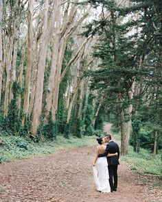 We can't help but be totally smitten with this beautiful wooded portrait session! | Photography: @josevilla | Event Coordination: Kristi Herrmann | Hair + Makeup: @teamhairandmakeup