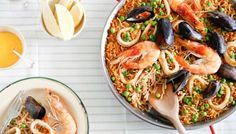 Ready to go to the next level in the paella world? Put that rice bag apart and follow this fideua recipe to do it with noodles.