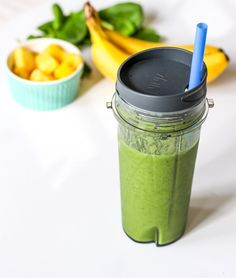 20 Weight Loss Smoothies to Prep Your Bikini Body. Bikini season is on its way so it's time to prep and detox. Burn fat fast and stay strong after workouts with these Weight Loss Smoothies. Chia Seeds Protein, Chia Seed Smoothie, Green Detox Smoothie, Healthy Green Smoothies, Smoothie Prep, Apple Smoothies, Green Smoothie Recipes, Smoothie Cleanse, Healthy Drinks