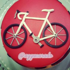 Tarta fondant con bicicleta Rellena de buttercream de chocolate # bicyclecake#bicycle