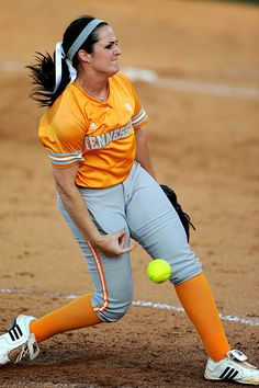 Go Vols! — Ellen Renfroe, the amazing pitcher for Tennessee. Women's College Softball, Softball Uniforms, Softball Cheers, Softball Crafts, Softball Bows, Softball Shirts, Softball Players, Girls Softball, Fastpitch Softball