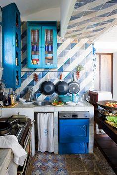 "cle to get the proper inspiration to decorate and design your Mediterranean Kitchen Design. So Checkout Charming Mediterranean Kitchen Design And Ideas"" Küchen Design, Home Design, Interior Design, Design Ideas, Colorful Kitchen Decor, Kitchen Colors, Elsie De Wolfe, Mediterranean Home Decor, Mediterranean Architecture"