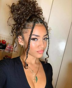 Curly Braided Hairstyles, Curly Hair Braids, Curly Hair Tips, Crown Hairstyles, Hairstyle Ideas, Black Girl Curly Hairstyles, Messy Curly Bun, Bun Hairstyles For Long Hair, Messy Buns