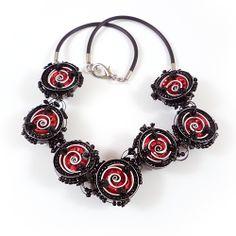 NAOS Joyería contemporánea / dos collares en uno / Cápsulas recicladas, cuentas, caucho y nylon / Two in one necklace / recycled caps, beads, rubber cord and nylon