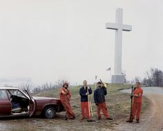 Alec Soth, Sleeping by Mississipi, 2004 (jaileds or cemetery diggers?)