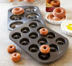 Oven-Baked Doughnuts at Home: Doughnut Pans. I want a doughnut pan! Baked Apple Cider Doughnuts, Mini Doughnuts, Baked Doughnuts, Donut Recipes, Baking Recipes, Doughnut Pan, Donut Baking Pan, Baking Gadgets, Kitchen Gadgets