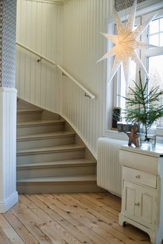 ANNA STENBERG: Lantligt på Svanängen 1000 Sq Ft House, Woodland House, Interior Architecture, Interior Design, Entry Hallway, Loft, Stairway To Heaven, Scandi Style, Painted Floors