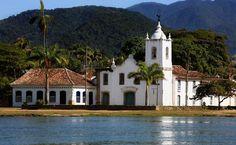Cartão-postal da cidade, a Igreja de Santa Rita dos Pardos Libertos está localizada no Centro Histórico