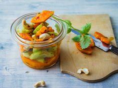 Gurken-Papaya-Salat mit Cashewkernen