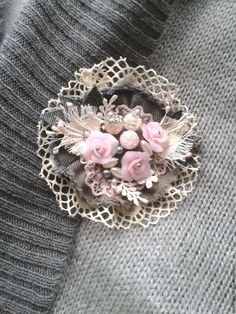 This pin was discovered by she – Artofit Fabric Flower Brooch, Fabric Roses, Fabric Ribbon, Shabby Chic Flowers, Shabby Chic Crafts, Cloth Flowers, Burlap Flowers, Brooches Handmade, Handmade Flowers