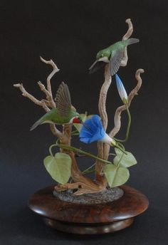 It is indeed an honor to have one of the leading bird carvers exhibiting at LPAF Tom Ahern. He has been carving for fifty years and has been a full time professional bird carver since Hummingbird Art, Bird Statues, Tree Carving, Wood Bird, Park Art, Bird Sculpture, Bird Pictures, Animal Skulls, Art Festival