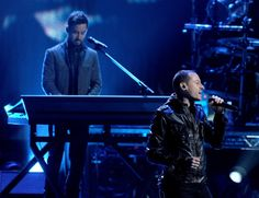 Mike Shinoda Photos Photos - Singer Chester Bennington (R) and musician Mike Shinoda of Linkin Park perform onstage at the 40th American Music Awards held at Nokia Theatre L.A. Live on November 18, 2012 in Los Angeles, California. - The 40th American Music Awards - Show