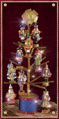 Nutcracker Tree ~ Nathan would love this. He really likes Nutcrackers. Nutcracker Decor, Nutcracker Ornaments, Nutcracker Sweet, Nutcracker Christmas, Christmas Tree Themes, Christmas Tree Toppers, Christmas Stockings, Christmas Holidays, Christmas Crafts