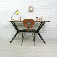 yet another lovely desk Home Furniture, Modern Furniture, Furniture Design, Furniture Stores, Mid Century Modern Design, Table Desk, Mid Century Furniture, Teak, Interior Design