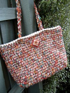 Easy Peasy Crochet Bag by Sharon Maher / laughing purple goldfish designs. There's a version of this made with rags here: http://laughingpurplegoldfish.blogspot.co.uk/2008/08/anatomy-of-rag-bag.html