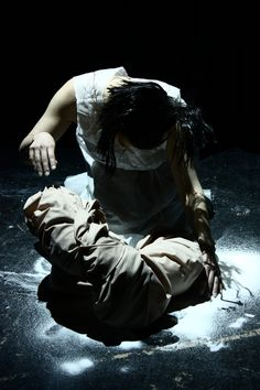 Sutre  Costume Design: Cristina Valls/Francisca Rios  Performed and directed by Madeleine Trigg