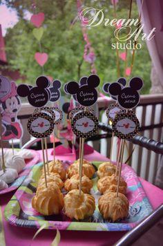 Кенди-бар для детского день рождения в стиле Минни Маус. Minnie Mouse Party, Mouse Parties, 2 Year Old Birthday Party, Birthday Parties, Mini Mouse, Party Printables, Birthday Decorations, Cake Decorating, Presents