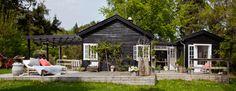 Gravity Home - Summerhouse in Norway via Klikk Tiny Beach House, Malibu Beach House, American Farmhouse, Country Farmhouse, Small Cottage Homes, Gravity Home, Remodeling Mobile Homes, Blog Deco, Paradis