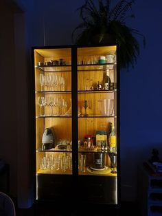 Cristaleiras sob medida, com ou sem iluminação. Liquor Cabinet, Storage, Furniture, Home Decor, Sheet Metal, Recycled Materials, Taylormade, Purse Storage, Decoration Home
