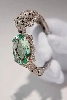 Stunning - but I think this ring would have been even more beautiful without the main stone, don't you?