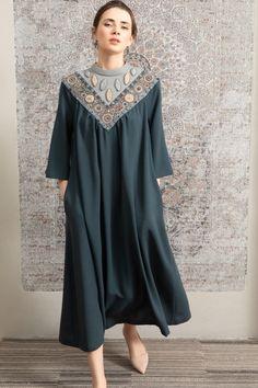 Iranian Women Fashion, Pakistani Fashion Casual, Arab Fashion, Muslim Fashion, Indian Designer Outfits, Designer Dresses, Mode Kimono, Mode Abaya, Sleeves Designs For Dresses