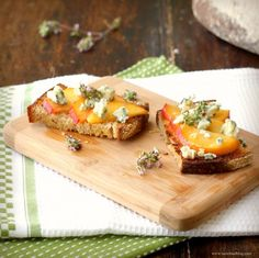 peach and blue cheese bruschetta with honey and thyme