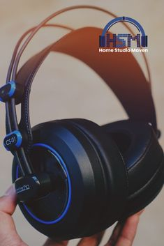 Complement your cool aesthetic with a great headphones for boys and girls to listen to your favorite songs and beats ins Home Music, Home Studio Music, Best Studio Headphones, Over Ear Headphones, Kawaii Room, Audio In, Music Aesthetic, Recording Studio