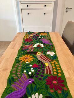 Ein persönlicher Favorit aus meinem Etsy-Shop https://www.etsy.com/de/listing/540538085/mexican-hand-embroidered-table-runner