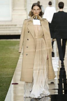 Givenchy Fall 2018 Couture Fashion Show Collection: See the complete Givenchy Fall 2018 Couture collection. Look 21