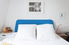 Se você não tem muito espaço, nem muita coragem para ousar, não tem problema. Neste primeiro GIF, é possível ver como independentemente da cor que você utiliza para decorar a sua cabeceira, a estampa na decoração dela acaba trazendo mais vida e estilo para o seu quarto.