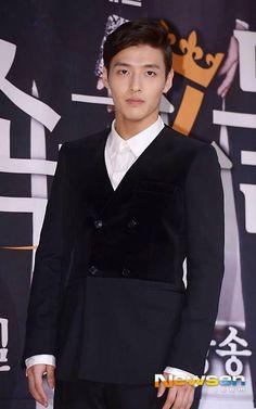 Kang Ha Neul (sc: newsen)