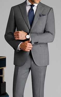 Spring wedding coming up? If you're the groom, a guest or the father of the bride, here are the spring wedding suits you should be wearing. Wedding Guest Suits, Wedding Suit Styles, Light Grey Suits, Grey Suit Men, Mens Fashion Suits, Mens Suits, Womens Fashion, Father Of The Bride Attire, Terno Slim Fit