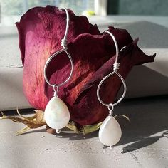 White Teardrop Coin Pearl Drops Hanging from a Silver Hoop | leannefdesigns Bridesmaid Earrings, Wedding Earrings, Bridesmaid Gifts, Simple Earrings, Beautiful Earrings, Beautiful Necklaces, Pearl Jewelry, Pearl Earrings, Hoop Earrings