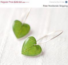 Green leaf earrings resin earrings Nature earrings Resin Heart earrings resin leaf earrings botanical jewelry Nature jewelry for women Resin Jewelry, Jewelry Crafts, Handmade Jewelry, Jewellery, Heart Jewelry, Resin Crafts, Resin Art, Uv Resin, Leaf Earrings