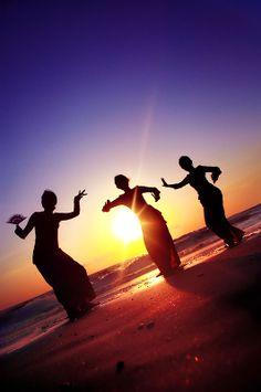 Dancing in Bali, Indonesia Beautiful Sunset, Beautiful Places, Bali Retreat, Sunset Silhouette, Paradise Island, Bali Travel, Just Dance, Trip Advisor, Sunrise