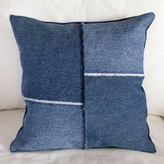 Hääräämössä on käsitöitä, kierrätystä, valokuvausta & kuvankäsittelyä + opetusmateriaalia ja kuvallisia käsityöohjeita. Jean Crafts, Recycle Jeans, Blue Jeans, Recycling, Throw Pillows, Sewing, Cushions, Couture, Fabric Sewing