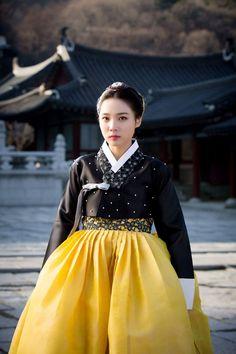 Korean Drama #Sageuk #Hanbok #한복 #사극 Korean Traditional Clothes, Traditional Dresses, Korean Dress, Korean Outfits, Korean Clothes, Korean Fashion Trends, Korea Fashion, Modern Hanbok, Oriental Fashion