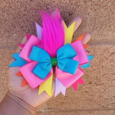 It contains fake fur representing trolls hair, the bow is a bubble gum pink with a small turquoise and green bow in the middle with trolls hair. It comes in alligator clip. Ribbon Hair Bows, Diy Ribbon, Girl Hair Bows, Bow Hair Clips, Girls Bows, Ribbon Flower, Disney Hair Bows, Hair Bow Tutorial, Flower Tutorial