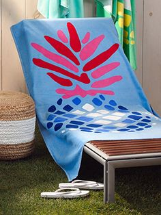 Be the hostess with the mostest with Matouk's Pineapple printed outdoor towel. Perfect for the pool, boating, or hitting the beach!