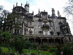 あの名シーンが蘇ってくる!童話の世界がそのまま広がる12の場所 - Find Travel Barcelona Cathedral, Mansions, House Styles, Building, Travel, Viajes, Buildings, Fancy Houses, Trips