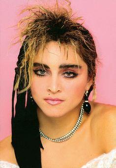 Madonna 1984... Hey pretty girl Boy George, Mtv, Divas Pop, Lady Madonna, 1980s Madonna, Madonna 80s Makeup, 80s Trends, Madonna Photos, Grunge Hair