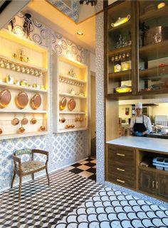 #Cocina del #restaurante Chez Cocó Barcelona, un precioso espacio donde nuestros #azulejos #artesanos lucen de forma espectacular en las #paredes.