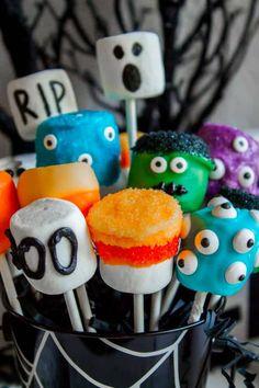 Marshmallow Halloween, Halloween Cake Pops, Marshmallow Pops, Halloween Desserts, Halloween Food For Party, Halloween Kostüm, Halloween Treats, Halloween Pumpkins, Halloween Cubicle