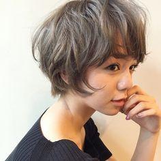"""今、赤みのない""""くすみカラー""""が大人気!日本人の太く硬い髪を柔らかく透明感たっぷりに見せてくれる魔法のようなカラーに、多くの女性たちからラブコールが殺到しているんです♡今回は、そんな""""くすみカラー""""の最旬ヘアカタログをたっぷりとご紹介します。"""